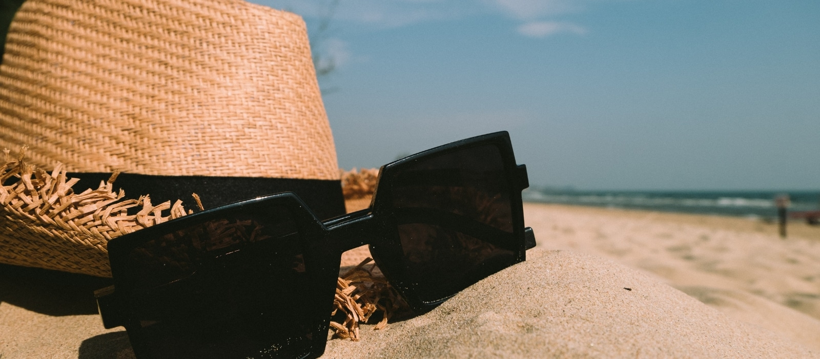 Wine-Friendly Beach & Pool Accessories| Summer Wine Accessories| Pool-Friendly Wine Accessories| Accessories for Wine and Pool Time| What to Bring to the Pool Besides Wine| #summer #accessories #wineaccessories #wine #pool&wine