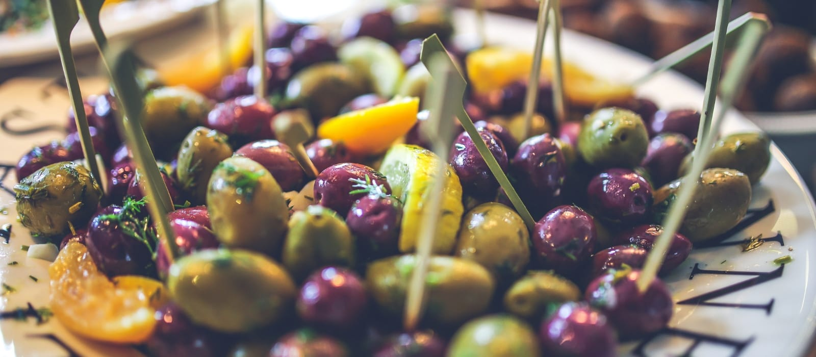 A Basic Guide to Olives: What to Know Before you Make Your Next Cheese Tray| Make Your Cheese Tray with Olives| How to Use Olives on a Cheese Tray| How Olives Go with Wine| #olives #cheeseplate #wine&cheese #wine #cheesetray