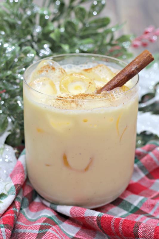 Amaretto Eggnog Cocktail