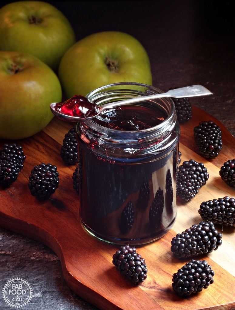 Delicious Jelly Recipes For Your Cheese Board - Easy Blackberry & Apple Jelly Recipe