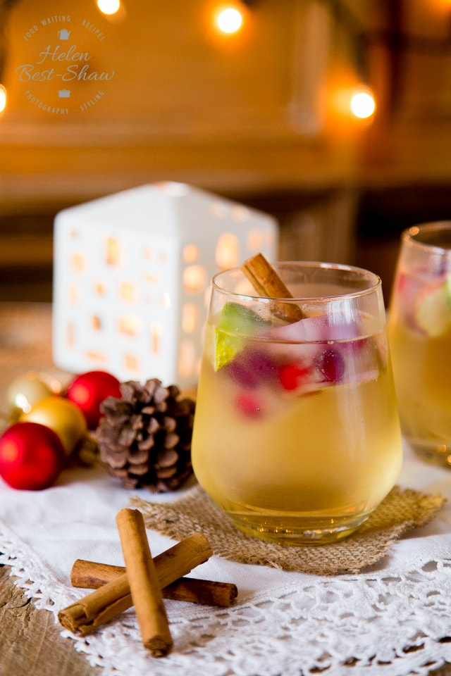Gin & Appletiser - a refreshing Christmas Cocktail!