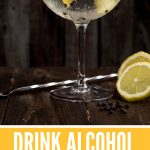 This is the full guide on how to drink alcohol on the keto diet. Can you drink wine on the keto diet? Find out here! There are some good choice alcoholic drinks for keto, and some drinks to definitely avoid. #keto #wine #alcohol #alcoholic #drinking