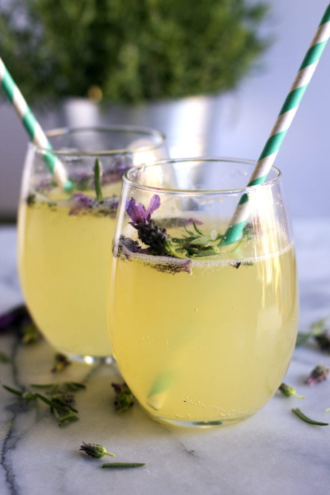 Virgin #Mocktails and Non-Alcoholic Cocktails | Lavender honey sparkling lemonade such a perfect summer drink idea!