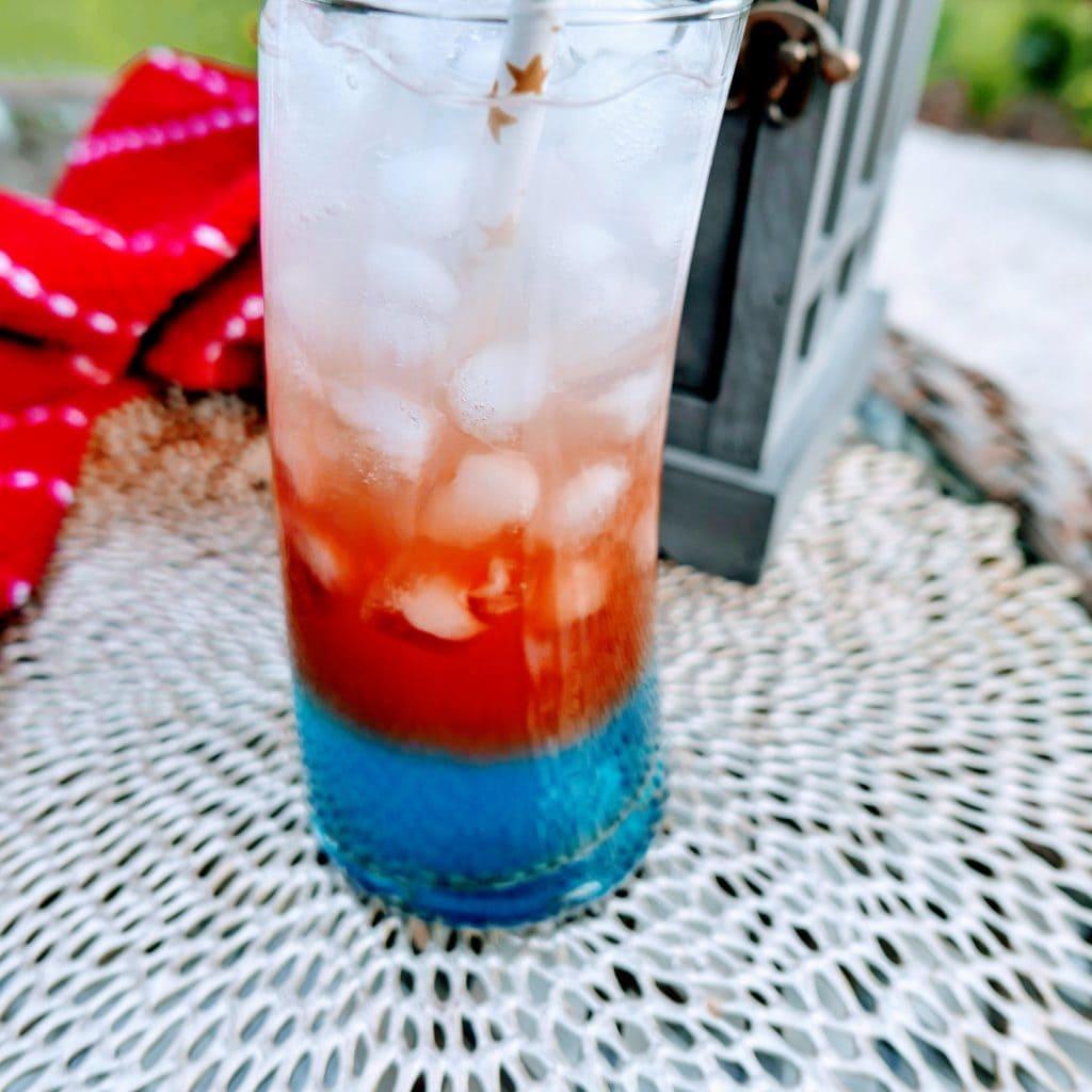 Patriotic Mocktail: Red, White & Blue Mocktail | Red White and Blue Drinks | Fourth of July Mocktails | 4th of July Drink | Mocktails for 4th of July | #4thofjuly #independenceday #patrioticdrink #mocktail