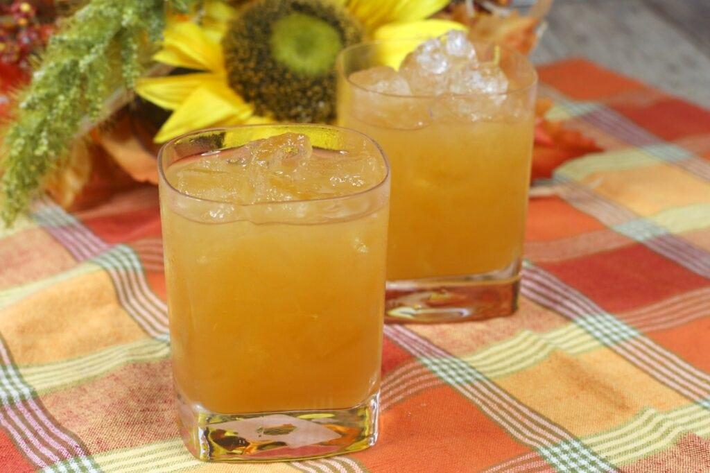 fall boozy bourbon cocktail recipe