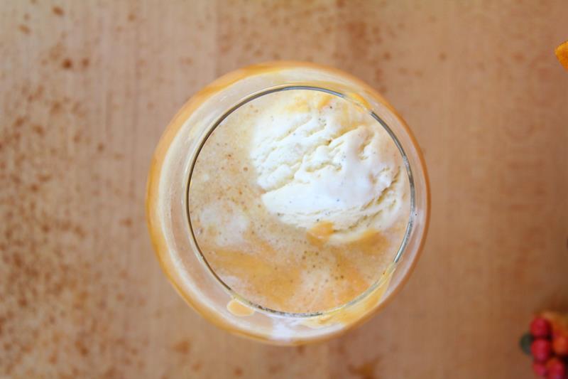 iced alchoholic milkshake recipe pumpkin spice fall flavor