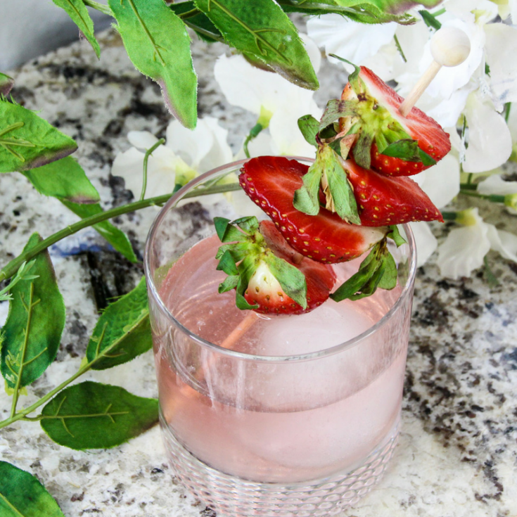 Skinny Strawberry Gin Cocktail Recipe