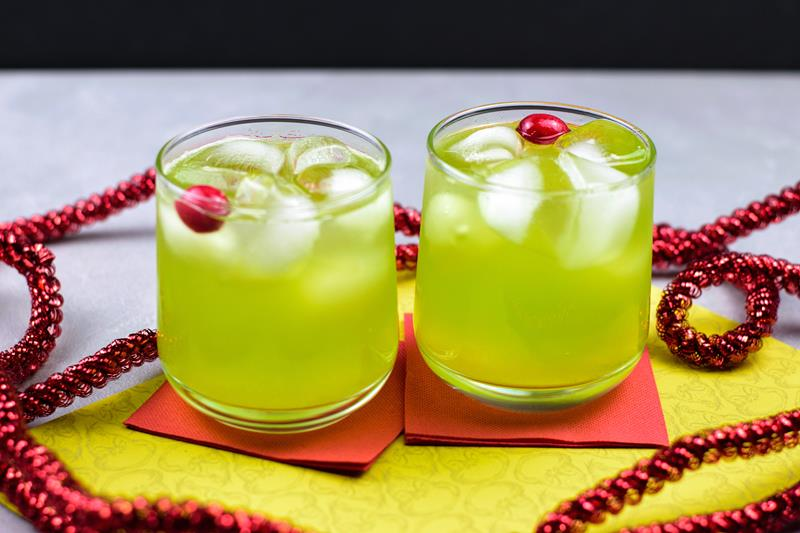 mean one grinch Christmas mocktail recipe for kids and non alcoholic drink recipe