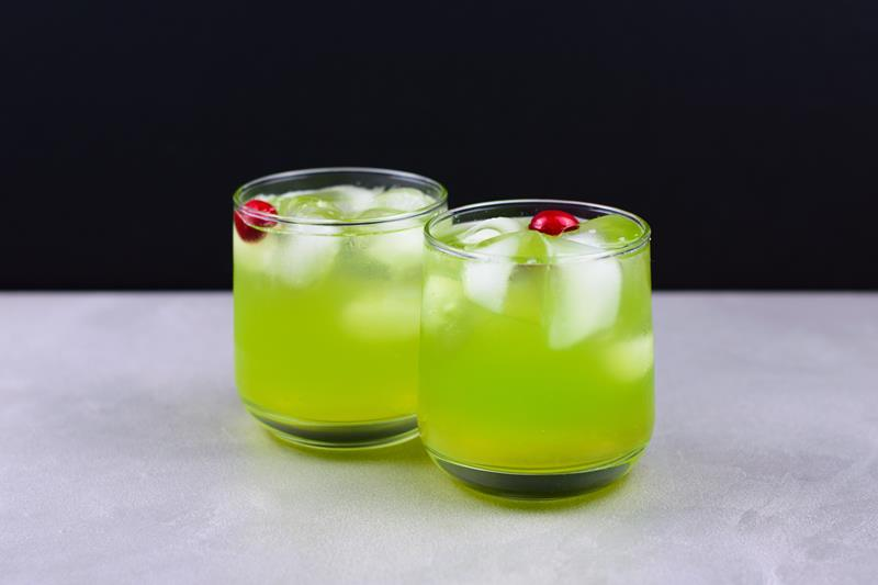 Grinch themed mocktail non alcoholic drink recipe for all ages