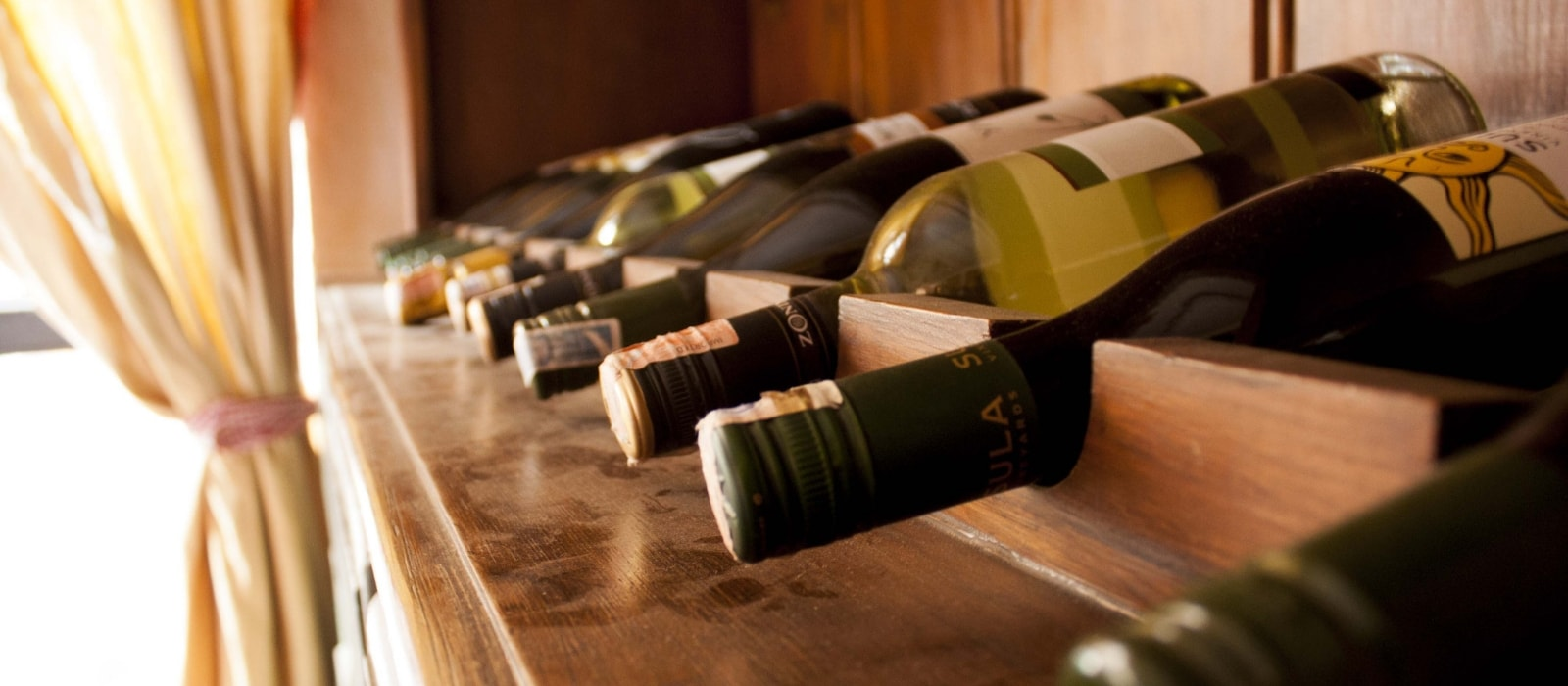 Where to Go Wine Tasting in Orlando| Places to Go Wine Tasting in Florida| Wine Tasting in Orlando| Best Wine Tasting Rooms in Orlando| Best Wine Tasting Rooms in Florida| Where to Go Wine Tasting in Florida| #florida #wine #orlandowine #winetasting