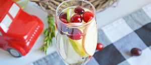 White Sangria Cocktail| Christmas Cocktail| Best Wine Cocktail| White Christmas Sangria Cocktail| #wine #cocktail #sangria #christmas