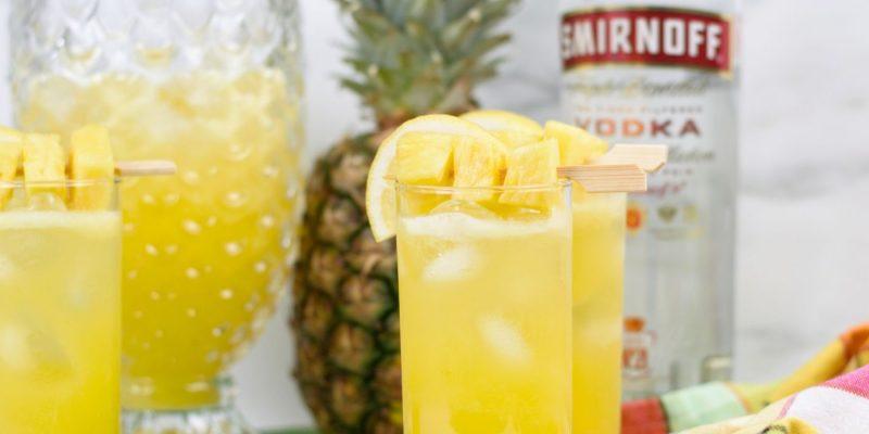 Boozy Pineapple Lemonade   Summer Cocktails   Best Spiked Lemonade Recipe   Spiked Lemonade and Pineapple   Lemon and Pineapple Cocktail Pineapple Lemonade Cocktail Recipe   Pineapple Lemonade Recipe   #spikedlemonade #cocktail #boozylemonade