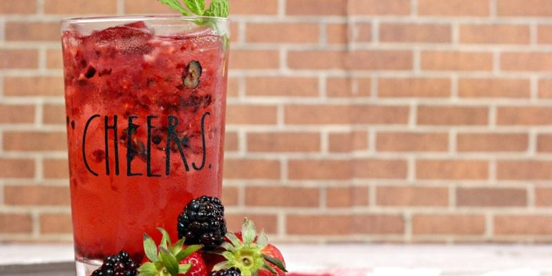 Triple Berry Cocktail | Best Summer cocktail | Cocktails for Summer | Berry Cocktail | Fruity Cocktail for Summer | Fruity Cocktails | #fruitycocktail #berrycocktail #cocktail #summer