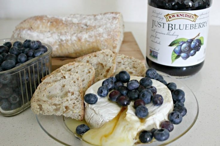 Baked Brie With Blueberries and Honey Recipe