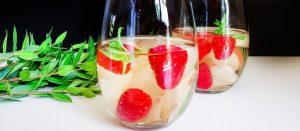 Raspberry Peach Sangria: Choose Your Own Wine| Raspberry Peach Sangria| Peach and Raspberry Sangria| Sangria Cocktails| Wine Cocktails #wine #cocktails #sangria