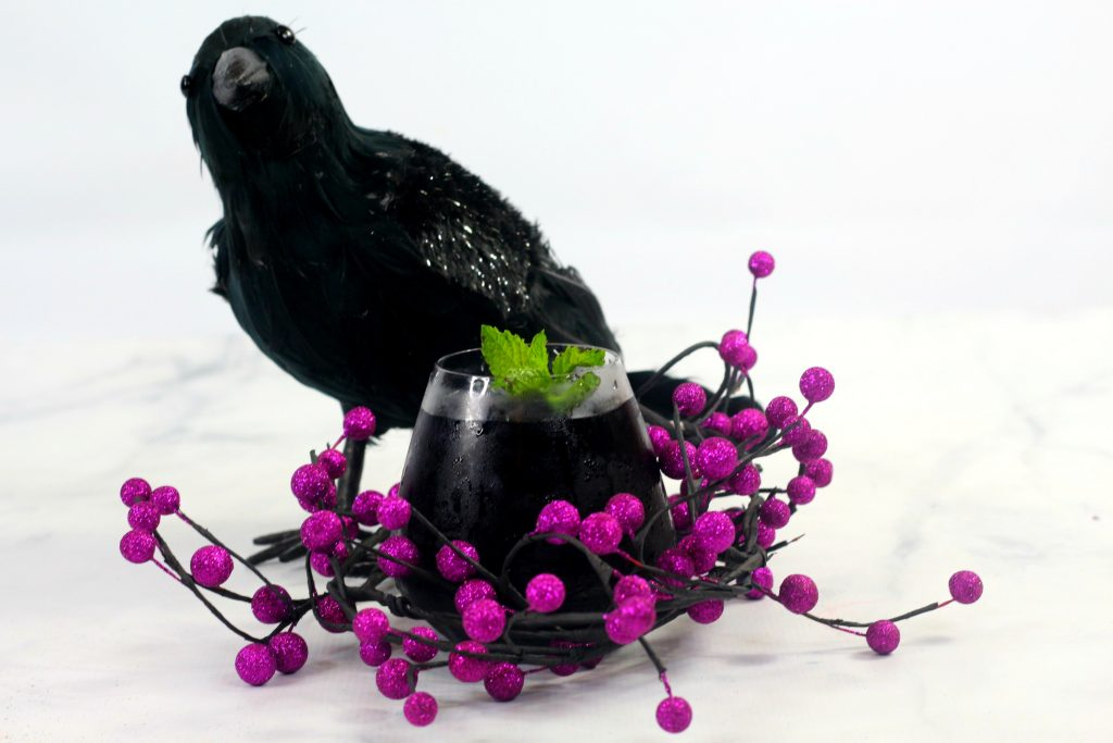 Maleficent Raven Cocktail | Halloween Cocktails | Black Cocktails | Cocktail from Maleficent | #maleficent #cocktail #raven #blackcocktail