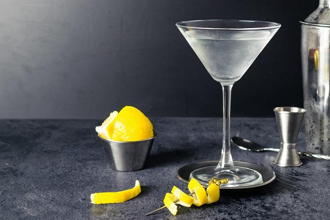James Bond Vodka Martini| Iconic Cocktails from Movies