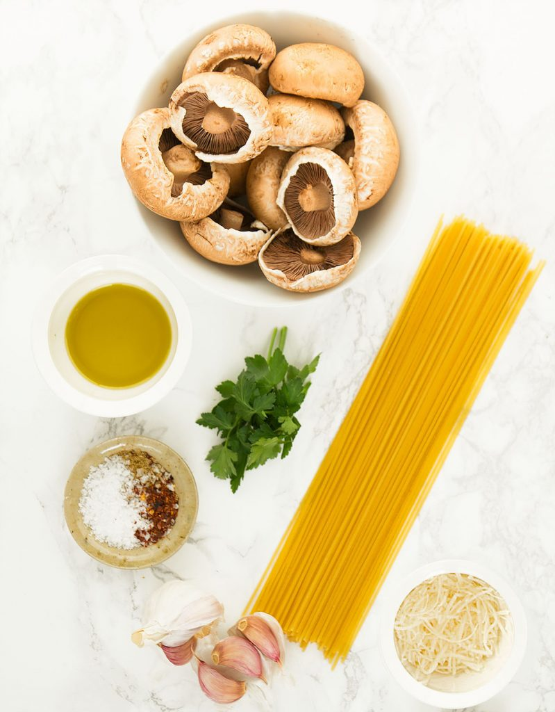 Mushroom Dishes to Pair with Pinot Noir - Garlic Mushroom Pasta